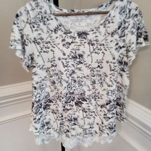 Lucky brand tee size M blue and grey flower